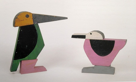 Birds, 1927 - 1928 Conjunto de jugetess, painted carton and wood, 10.5x17x2.5 cm
